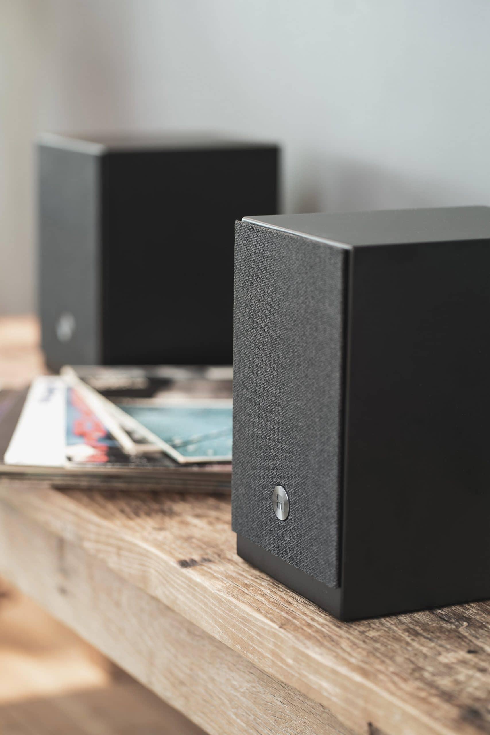 wireless multiroom speaker A26 black Lifestyle AudioPro 13 scaled